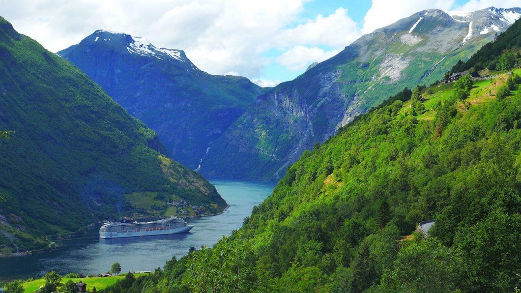 wandelen nabij geiranger fjord
